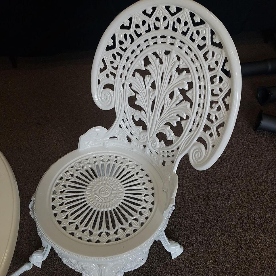 chair gloss white